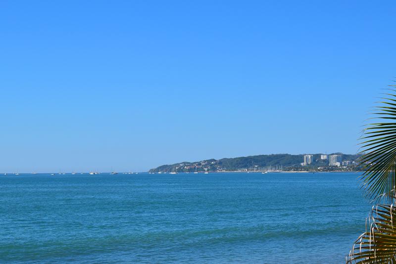 Vista bahía Casa frente a la playa con vista al mar en venta Bucerías