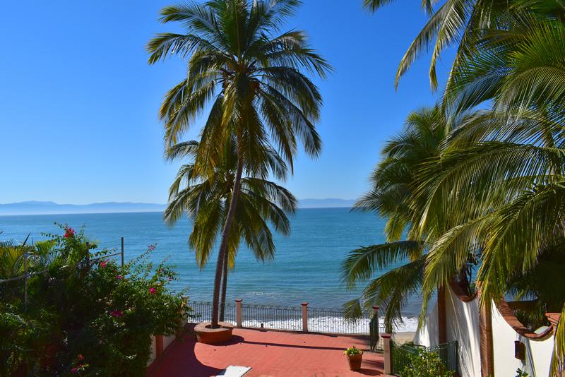 Vista balcón Casa frente a la playa con vista al mar en venta Bucerías
