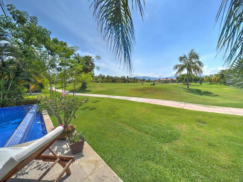 Vista campo de Golf Casa con alberca en venta El Tigre Nuevo Vallarta