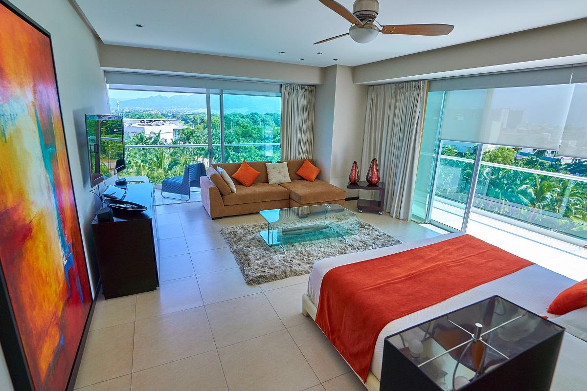 Vista recámara principal Península Puerto Vallarta Condominio en venta